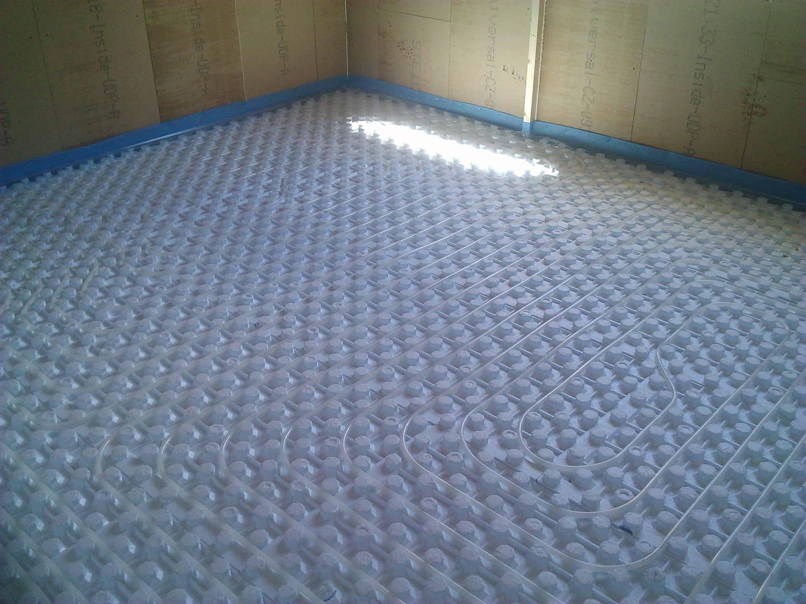 Radiadores vs suelo radiante instalaciones blasco for Suelo radiante agua